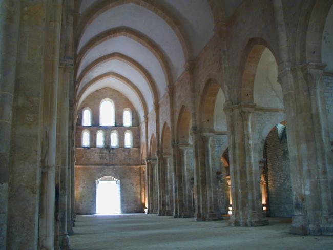 Bourgogne  Fontenay  身廊