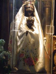 Besse en Chandesse 彫像