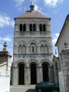 Ebreuil 教会堂正面