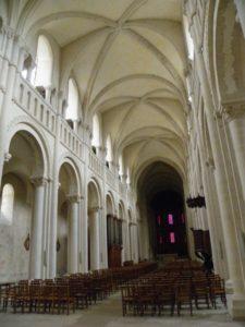 Caen / Le Trinite 身廊