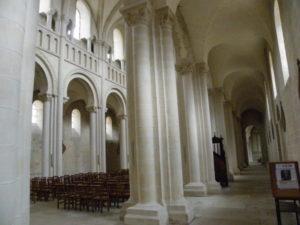 Caen / Le Trinite 側廊