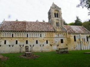 Thaon 教会堂側面
