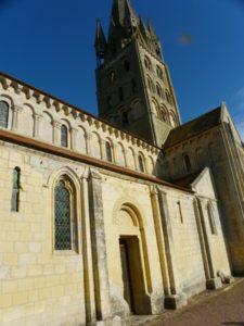 Secqueville en Bessin 教会堂側面