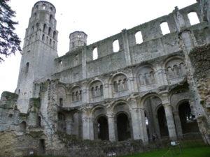 Jumieges 教会堂側面