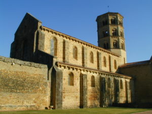 Anzy le Duc 教会堂側面