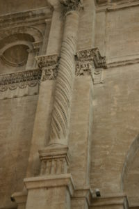St.Paul Trois Chateaux 壁面彫刻