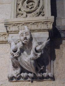 Semur en Brionnais 彫刻