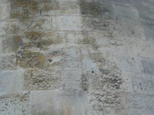 St.Paul Trois Chateaux 積石の印