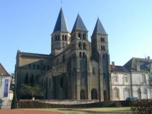 Paray le Monial 教会堂正面