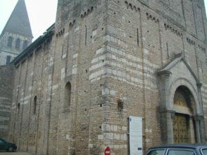 Tournus 教会堂正面