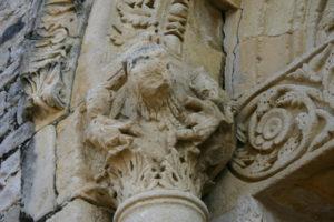 St.Jalle 側柱彫刻