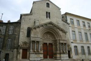 Arles  教会堂正面
