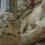 Arles 扉口彫刻