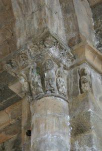Thines 柱頭彫刻