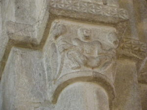 Fouesnant 柱頭彫刻