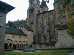 Conques 教会堂側面