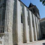 Montmoreau St.Cybardの教会堂側面