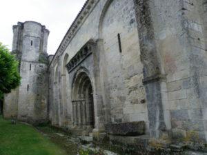 Macquevilleの教会堂側面