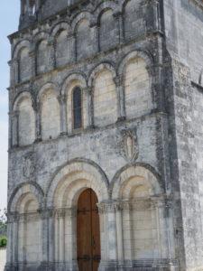 Gensac la PAllueの教会堂正面