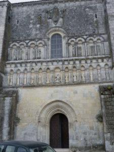 Perignacの教会堂正面