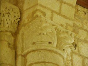 Feniouxの柱頭彫刻