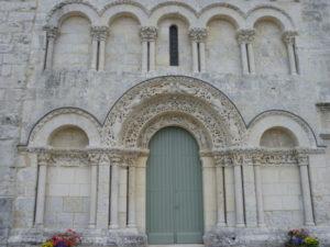 Fontaines de Ozillacの扉口