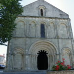 Montmoreau St.Cybardの教会堂正面