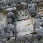 Feniouxのファサード彫刻