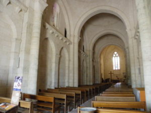 Gensac la PAllueの身廊