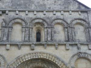 Avyの教会堂正面