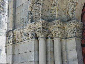 Chateauneufの扉口彫刻