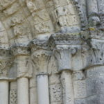 Echillaisの扉口彫刻