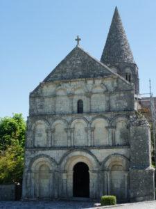 Plassacの教会堂正面