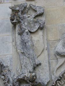 Chadenacの扉口彫刻