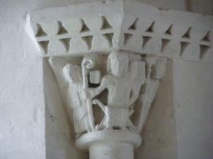 Echillaisの柱頭彫刻