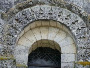 Echillaisの窓彫刻