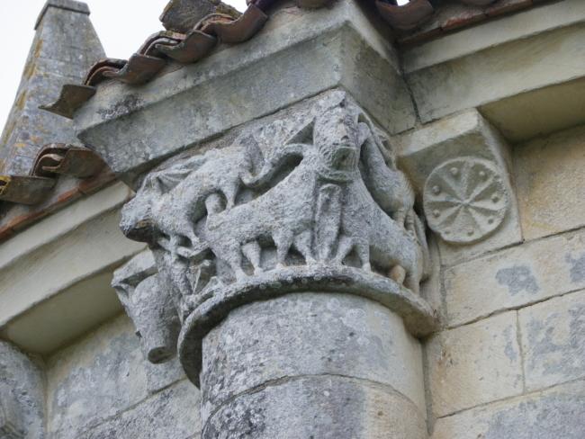 Echillais 柱頭彫刻