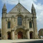 St.Jouin de Marnesのファサード