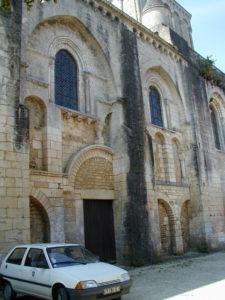 Nouaille-Maupertuisの教会堂側面