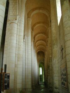 St.Jouin de Mar esの側廊