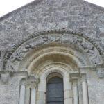La Gripperie St.Symphorienの窓彫刻