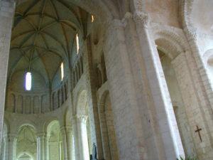 St.Jouin de Marnesの内陣