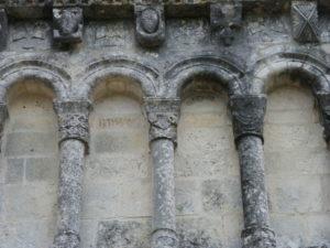 St.Quantin de Rancanneのファサード彫刻