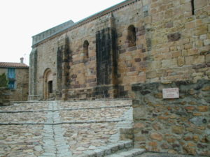 Coustougesの教会堂側面