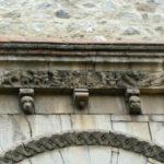 Le Boulouの扉口彫刻