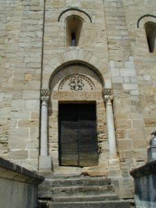 Lamalou les Bainsの側面扉口