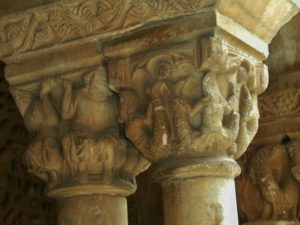 Elneの柱頭彫刻