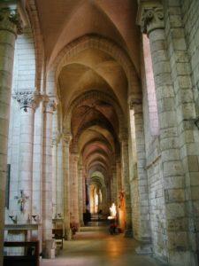 Fontgombaultの側廊