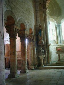La Celle Bruereの身廊