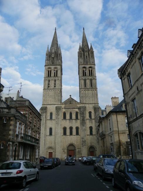 Caen/ St.Etienne の正面